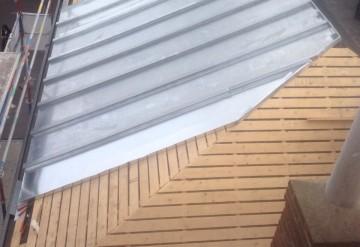 zinken roeven bevestigd op ventilerende constructie